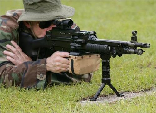 GripPod montat pe un M249